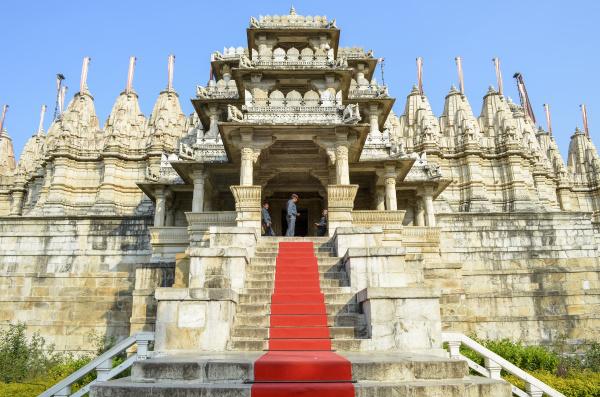 aussenansicht des ranakpur jain tempels aus