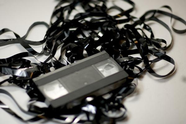 vhs kassette mit bandsalat