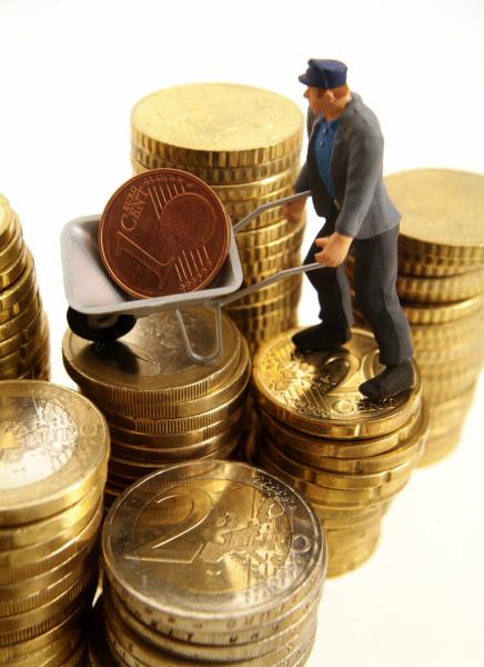 symbolbild arbeitergehalt bauarbeiter und geld