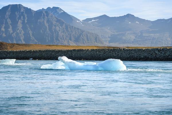szenische ansicht von eisbergen in der