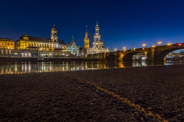 dresden am abend sachsen deutschland