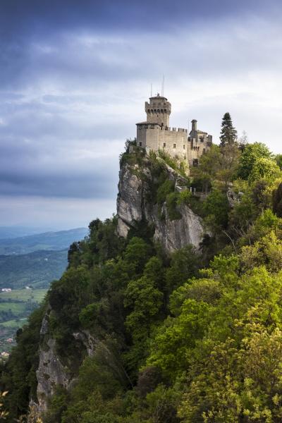 cesta tower auf der klippe