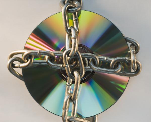 kompaktscheibe mit metallkette verriegelt