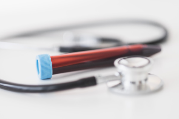 blutprobe und stethoskop