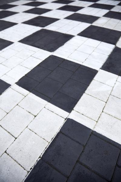 schachbrettmuster schwarzweiss karierter weg