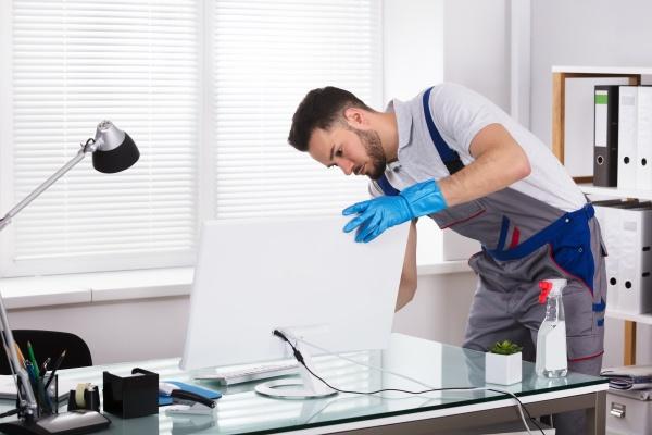 hausmeister reinigungs computer im buero