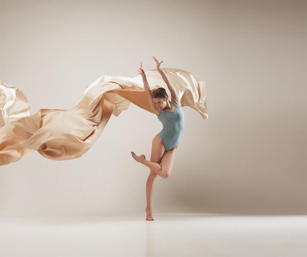 taenzertanzen des modernen balletts im vollen