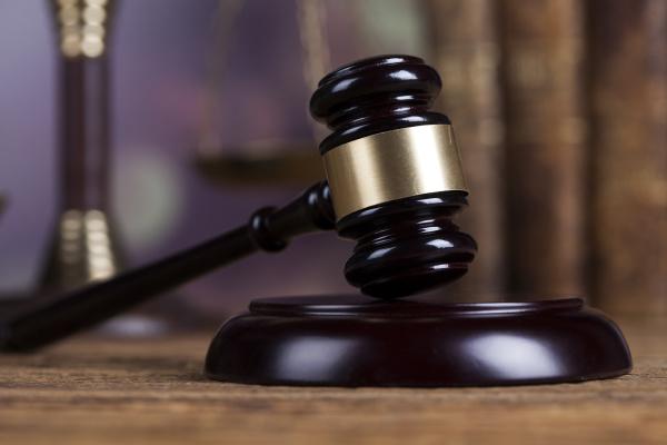 gesetz holz gavel rechtsanwalt justizkonzept rechtssystem