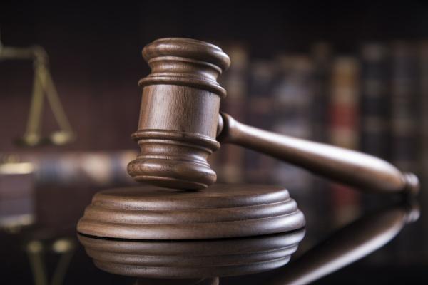 hoelzerner hammer barrister des gesetzes gerechtigkeitskonzept