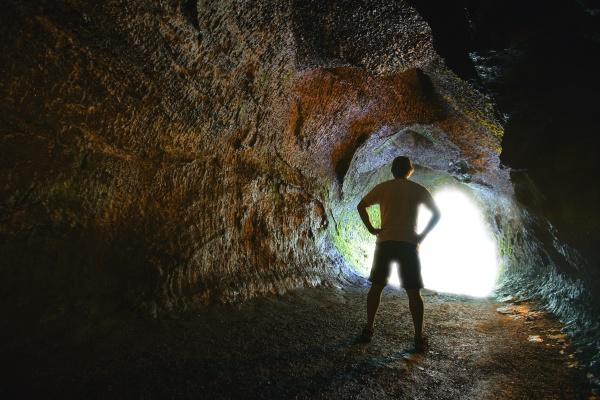 mann im tunnel