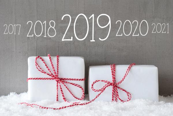 zwei geschenke mit schnee timeline 2019