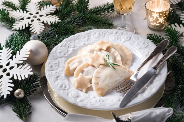 polnische knoedel gefuellt mit sauerkraut und