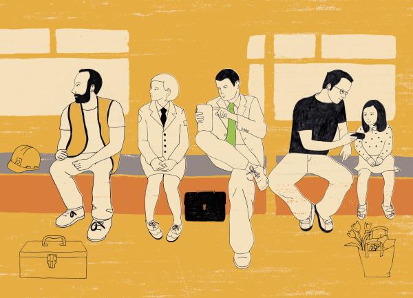 menschen die auf der bank sitzen