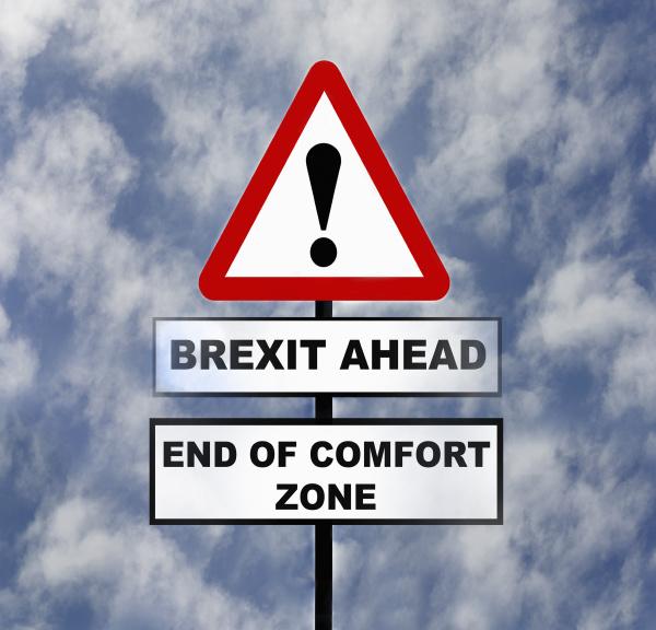 verkehrsschilder warnen vor brexit problemen