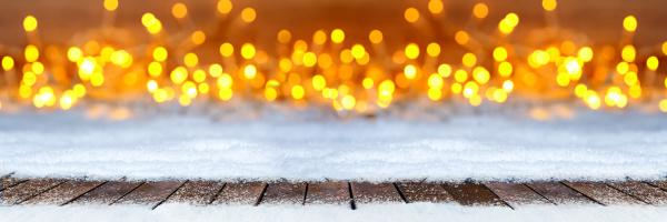 leere holzbohlen boden auf weihnachten schneelichter