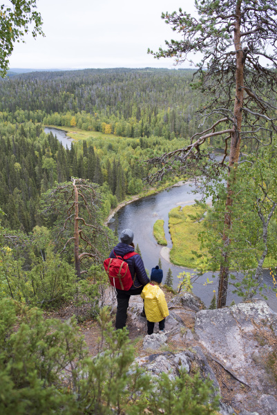 finnland oulanka nationalpark mutter und tochter