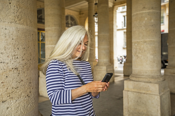 woman, using, smart, phone, by, columns - 27271943