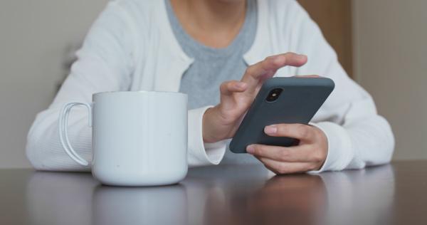 weibliche nutzung des mobiltelefons zu hause
