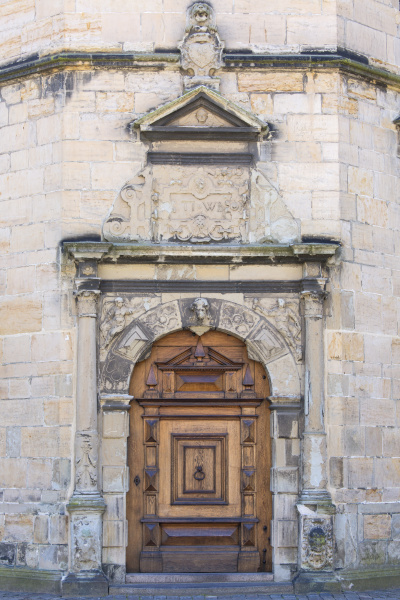 mittelalterliche burg kronborg an der erzistenstrasse