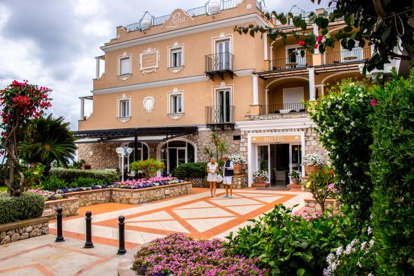 hotel luna capri paar kommen fuer