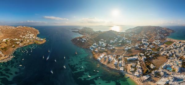 panoramablick auf die insel mykonos griechenland