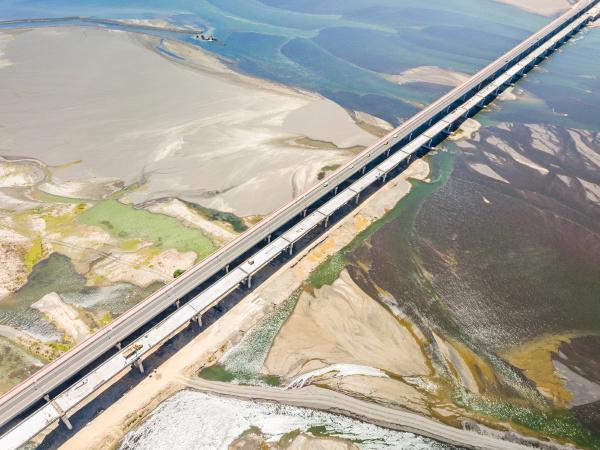 luftaufnahme der bruecke puente chacabuco region