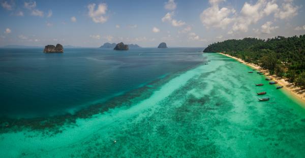 panorama luftaufnahme von booten die in