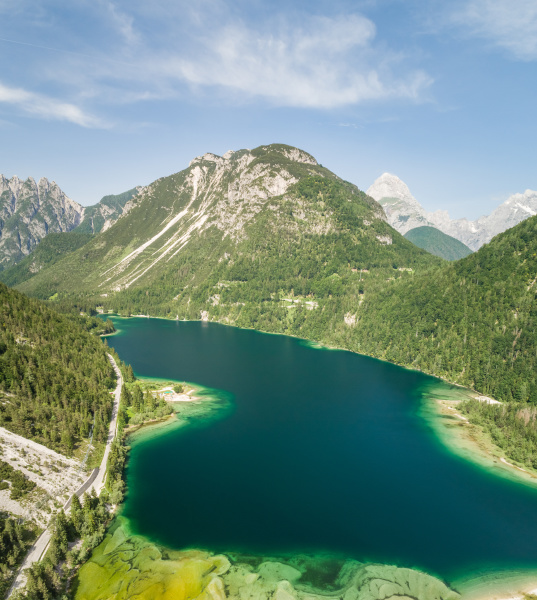luftaufnahme des lago del predil see