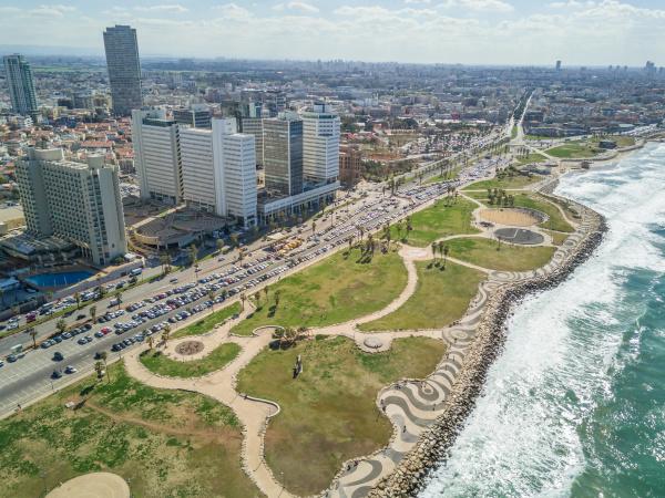 luftaufnahme der kueste von tel aviv