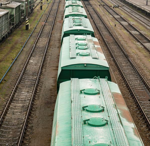 commodity wagen auf der eisenbahn