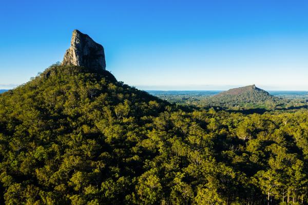 luftaufnahme der glasshouse mountains queensland australien