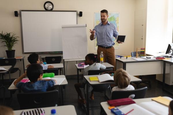 lehrerunterricht im klassenzimmer