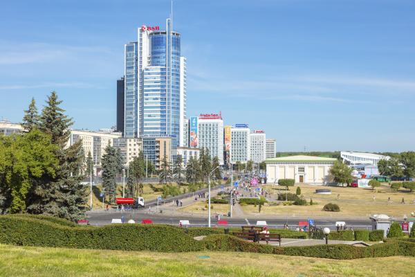 park, by, modern, office, buildings, in - 27636583