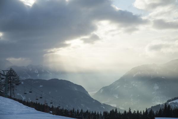 schoene winter naturlandschaft herrlicher bergblick