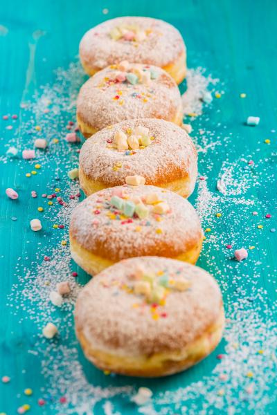karneval pulverzucker erhoehte donuts deutsche