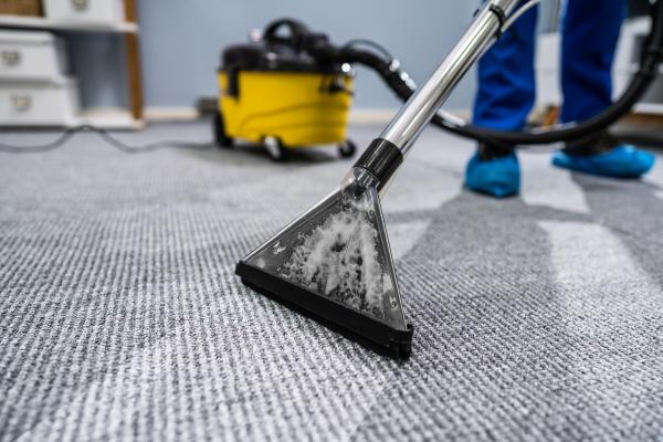 person, reinigung, teppich, mit, staubsauger - 27973683