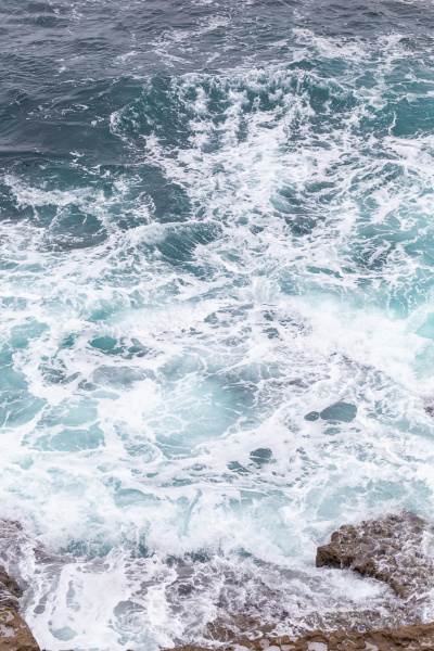 meereskueste moviment wellen mit schaum windenergie