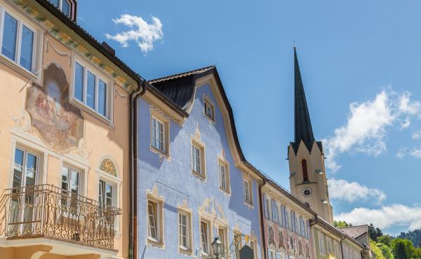 historische fassaden in garmisch partenkirchen bayern