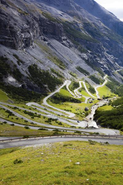 winding road stelvio pass trentino alto