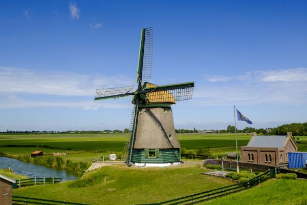 niederlande nordholland zuiderdijk laendliche windmuehle am