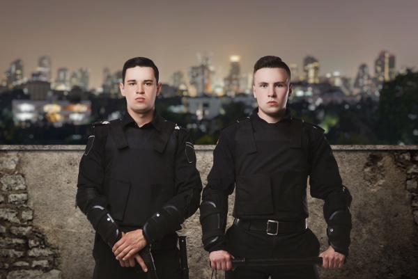 polizisten in uniform auf derwache konzept