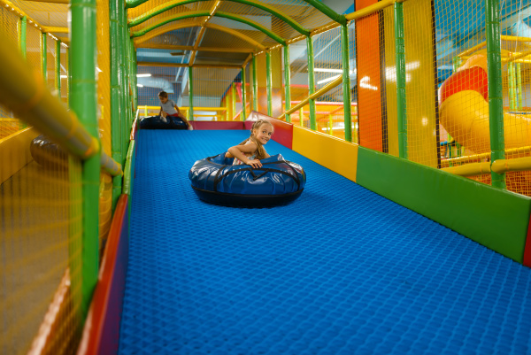 maedchen reitet auf schlaeuchen entertainment center