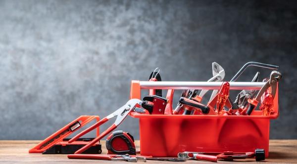 toolbox mit verschiedenen worktools