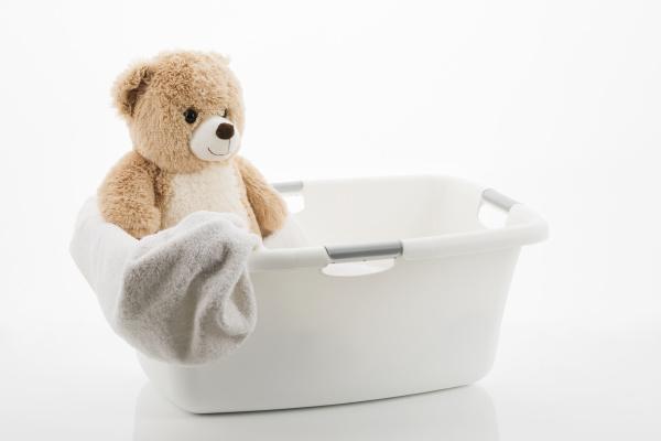 teddy im waeschekorb