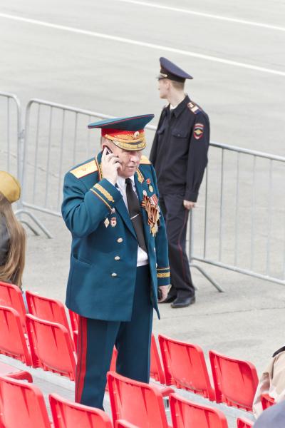 russischer general bei der parade am