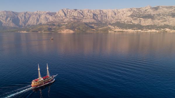 luftaufnahme, eines, touristenbootes, auf, der, adria - 28226962