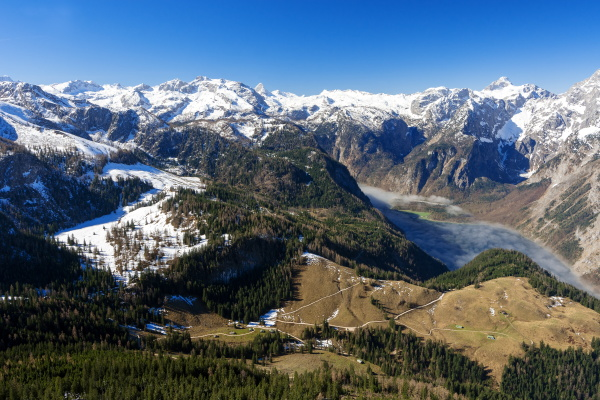 fruehling in den alpen