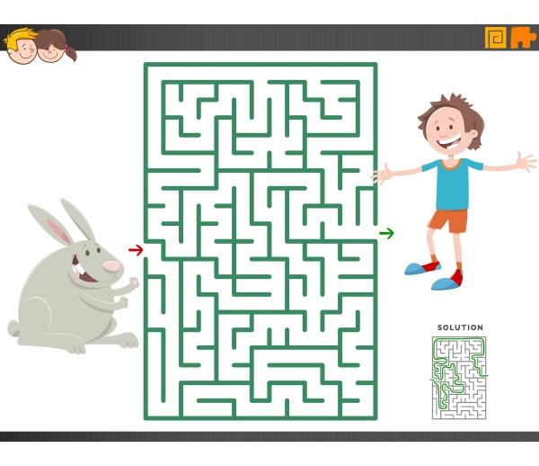 labyrinth spiel mit cartoon junge und