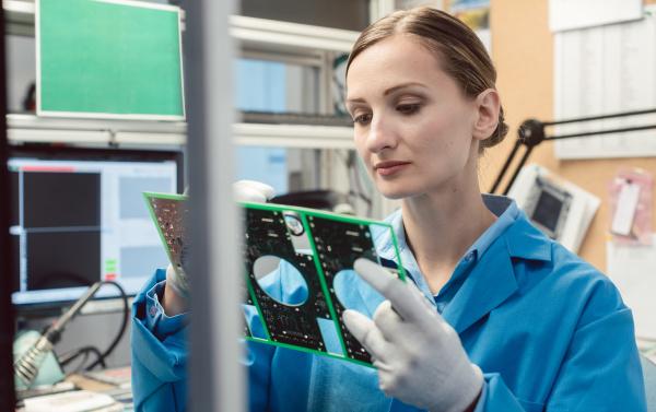 optische qualitaetskontrolle und montageinspektion eines elektronischen