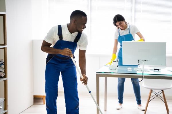 maennliche und weibliche reinigungskraefte reinigungsbuero